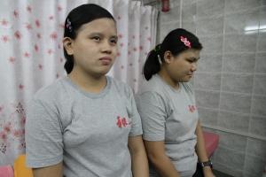 To synshemmede massører i Yangon.