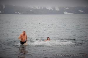 Ja, vi badet skikkelig, med hodet under vann og minst tre svømmetak.