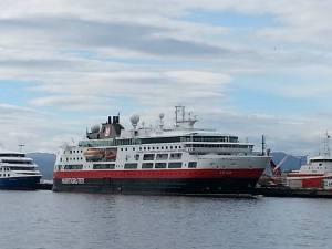 Bilde av Hurtigruta Fram ved kai.