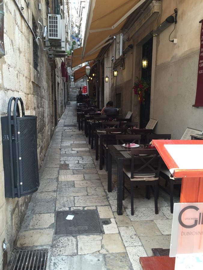 trapper og restaurantbord