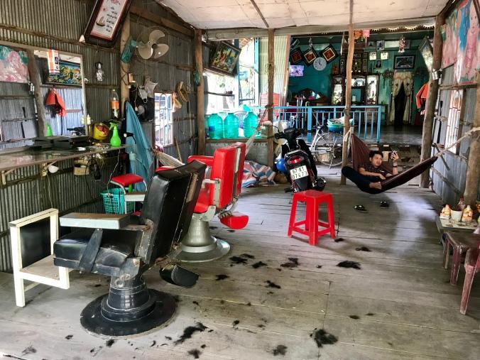Bilde av en lokal frisørsalong.